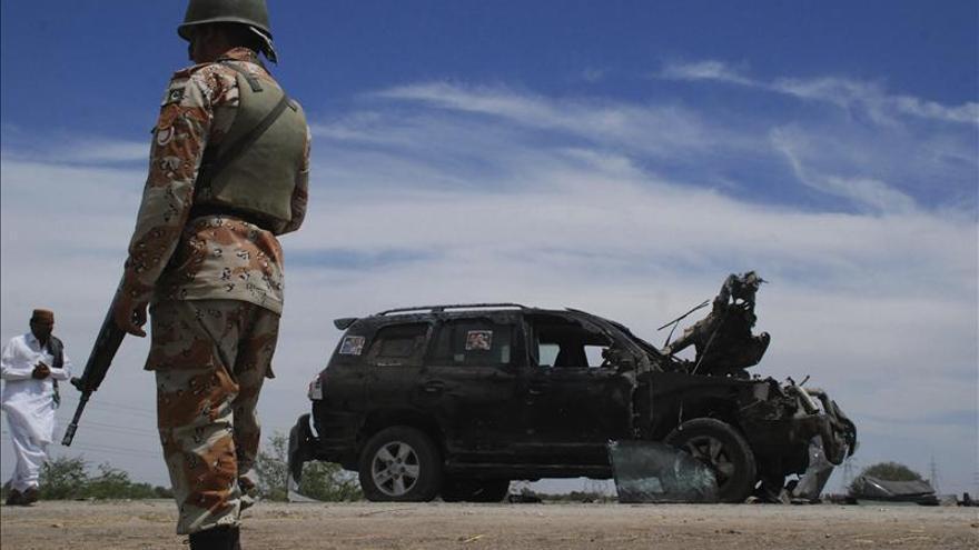 Mueren tres personas en un atentado suicida contra una comisaría en Pakistán