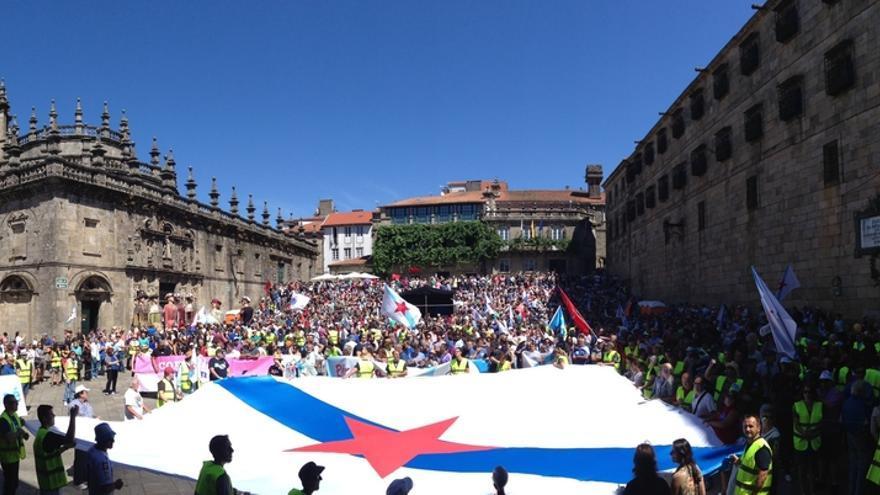 Miles de personas marchan por 'A Nación Galega' con una candidatura de unidad para las generales como telón de fondo