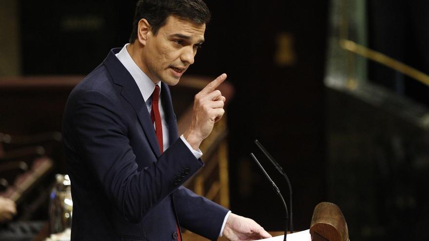 Sánchez acusa a Rajoy de mentir sobre el rescate y que su regeneración es romper a martillazos el PC de Bárcenas