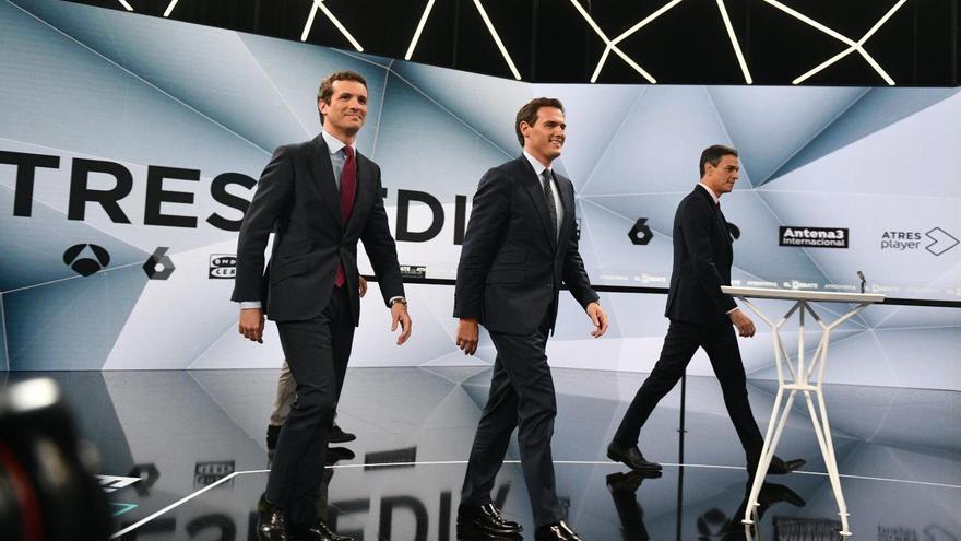 Casado, Rivera y Sánchez, antes del debate de este martes en Atresmedia.