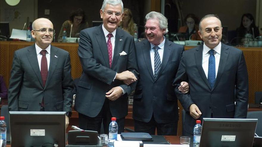 La UE y Turquía abren un nueva etapa de adhesión impulsada por la crisis de los refugiados