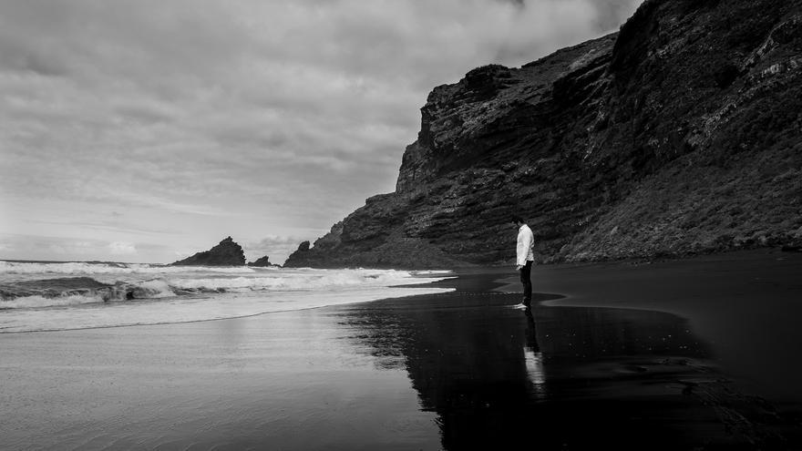 Imagen del videoclip en la playa de Nogales.