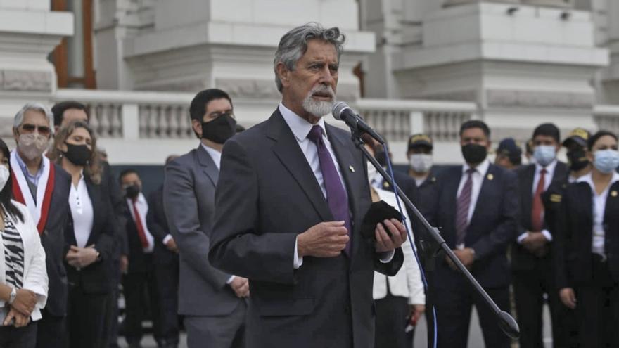 Perú: casi 500 funcionarios aprovecharon su posición para vacunarse