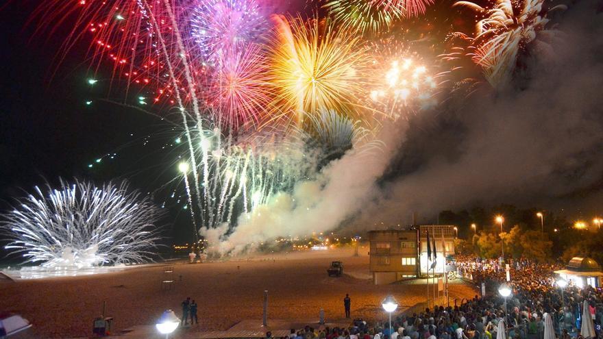 La segunda playa del Sardinero acoge mañana los fuegos artificiales de Santiago