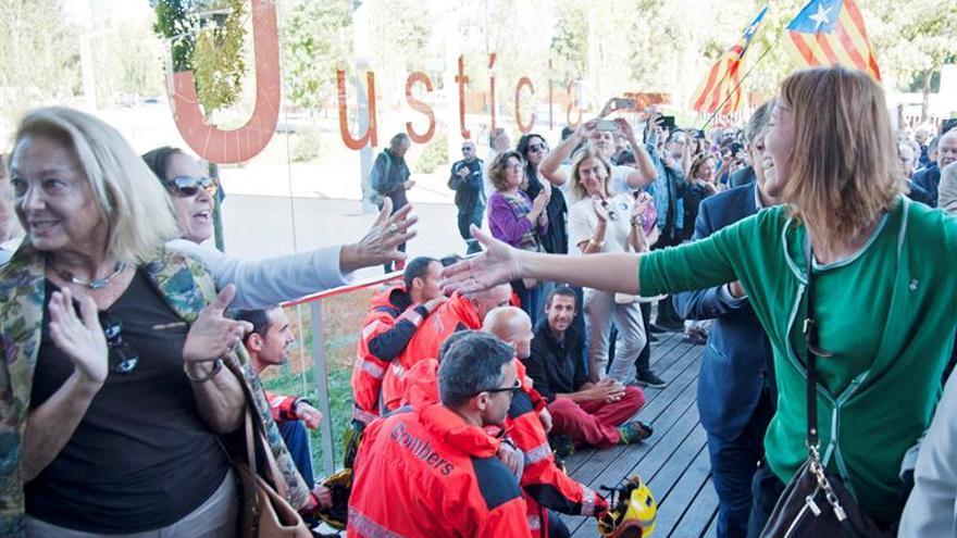 2.000 personas acompañan a los alcaldes de Girona y Palafrugell a declarar