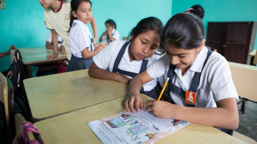 A través de esta iniciativa, niños españoles pueden apadrinar a niños de América Latina que no gozan de las mismas oportunidades. Foto: Salva Campillo/AeA