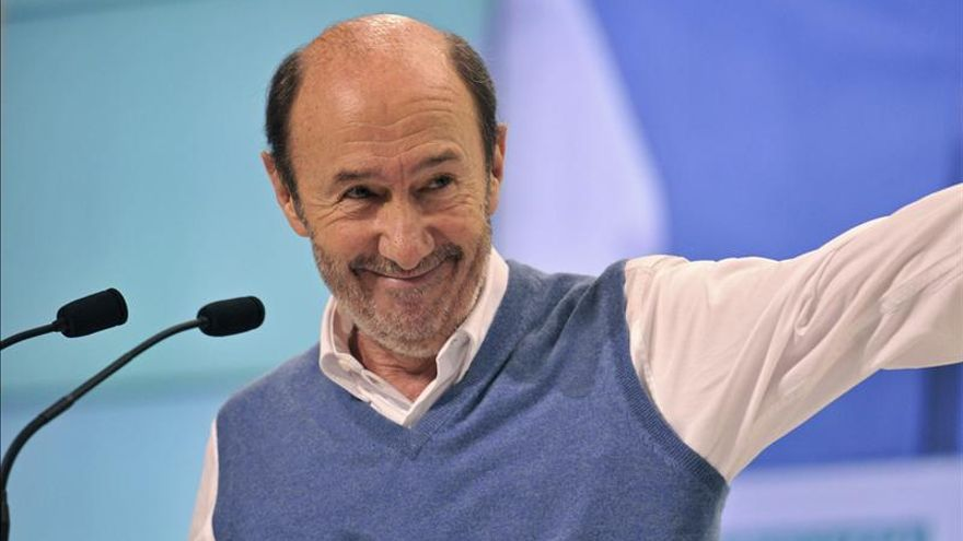 """Rubalcaba afirma que """"el PP quiere convertir en delincuentes a todos los españoles"""""""