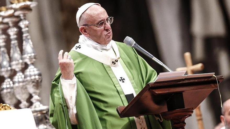 """China dice que hace """"esfuerzos incansables"""" por mejorar relación con Vaticano"""