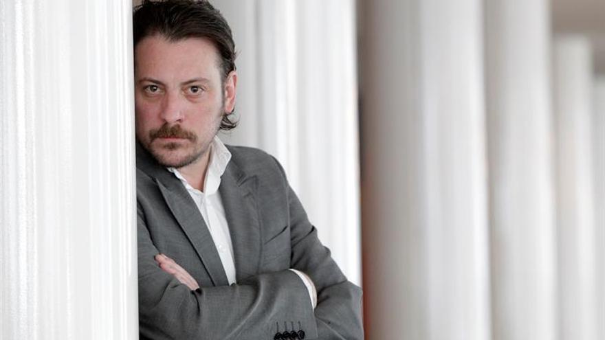 """Ray Loriga: """"Son los nuevos tiempos los que deben adaptarse a la literatura"""""""
