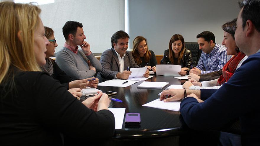 Buruaga y su equipo en la primera reunión del Comité de dirección del PP.