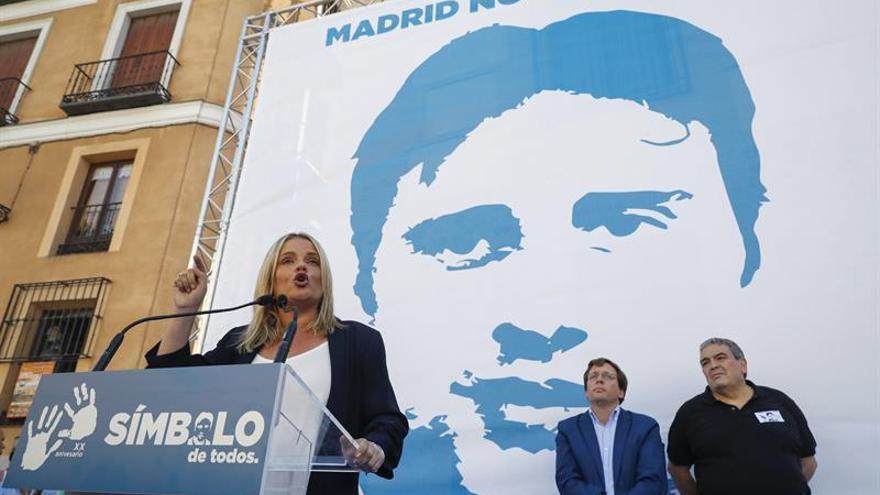 Marimar Blanco pide a Carmena una pancarta con foto de su hermano en Cibeles