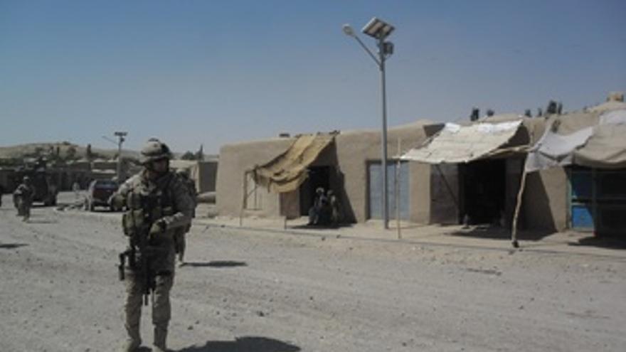 Teniente del Ejército de patrulla en Moqur
