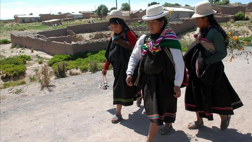 Alertan que el segundo lago más grande de Bolivia se convierte en un desierto