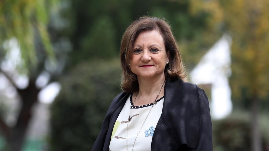 La Alta Comisionada para la Agenda 2030 posa en los jardines del Palacio de la Moncloa