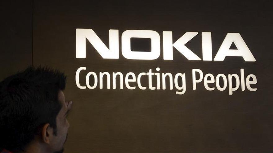 Nokia perdió 896 millones de euros hasta junio, un 31 % menos