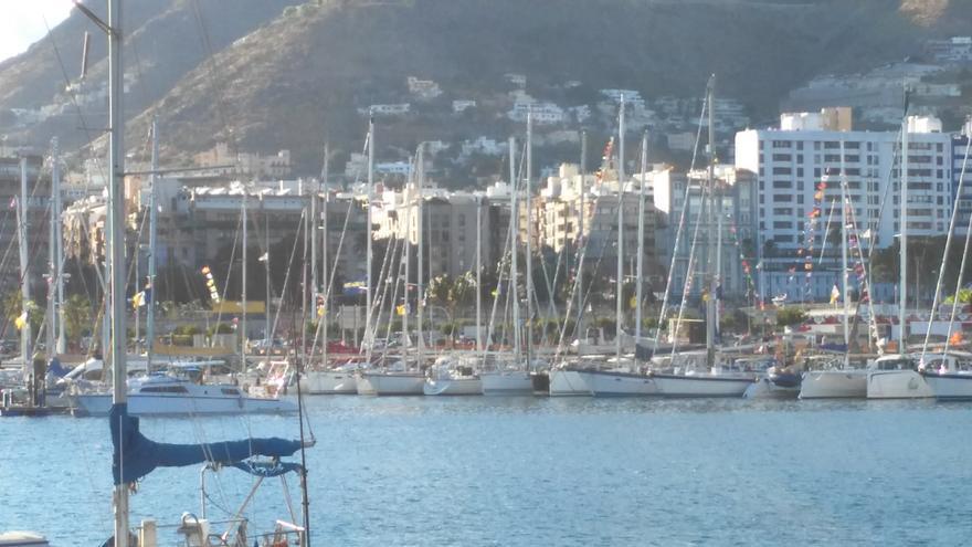 Yates participantes en la Regata Barbados 50, atracados en la Marina de Santa Cruz