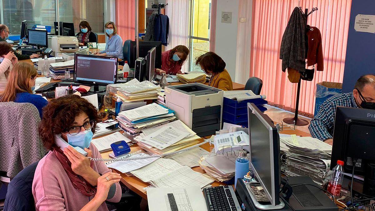 Profesionales del área de Personal en el Hospital Reina Sofía.