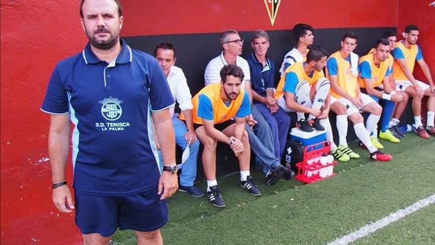 Adolfo Pérez, entrenador del la SC Tenisca. Foto: JOSÉ AYUT.