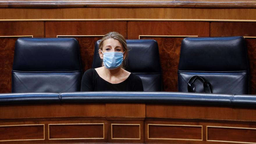 La ministra de Trabajo, Yolanda Díaz, durante el pleno del Congreso que debate y vota este miércoles la quinta prórroga del estado de alarma
