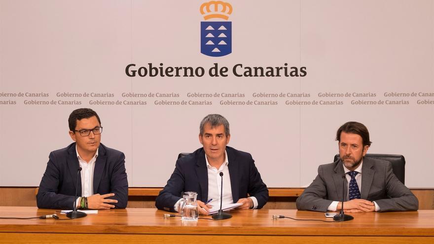 Pablo Rodríguez, Fernando Clavijo y Carlos Alonso, tras la reunión de este lunes