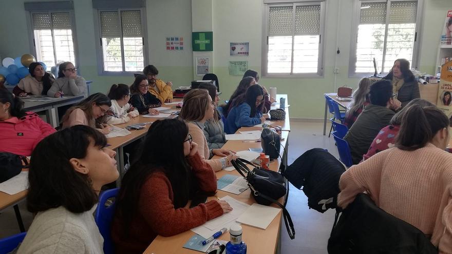 Sesión informativa en el colegio María Zambrano, en Dos Hermanas (Sevilla), un centro cooperativa de trabajo de enseñanza