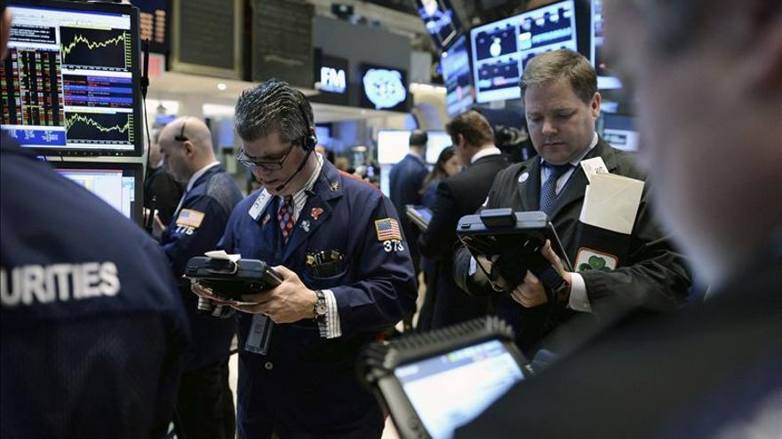 Wall Street abre con un descenso del 0,2 por ciento tras haber tocado nuevos récords