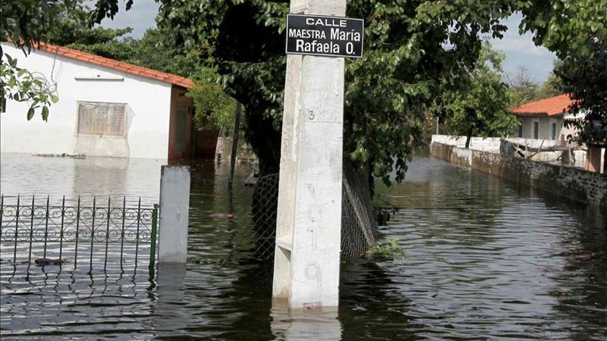 Cartes visita el interior de Paraguay con unos 10.000 evacuados por las inundaciones