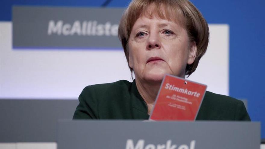 La CDU de Merkel plantea endurecer la política de asilo en el congreso preelectoral