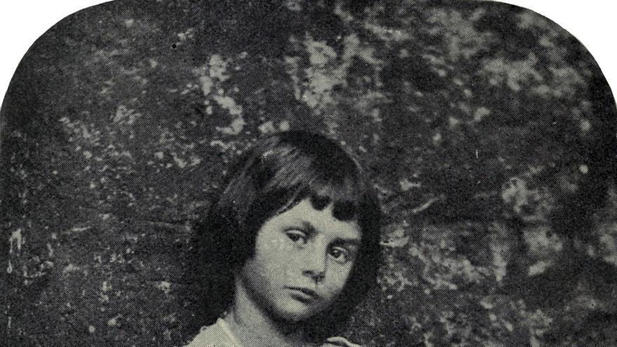 La niña Alicia como 'La niña mendiga'
