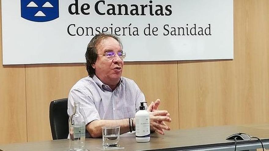 """El presidente de la Asociación Española de Vacunología: """"Hay que llegar al punto en el que se permita la coexistencia entre la salud y el turismo"""""""