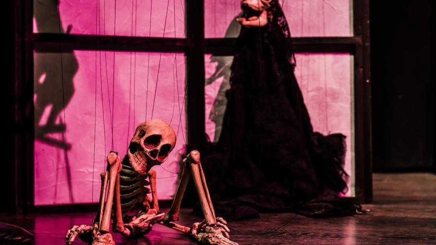 Escenificación de la obra 'Gabinete Onírico' de Teatro Saco de huesos | GENIA BADANO