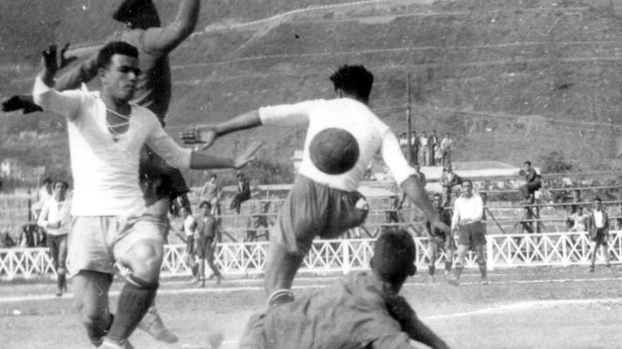 """El 13 de septiembre de 1936 se organizó """"un multitudinario acto deportivo-patriótico en el Stadium""""."""