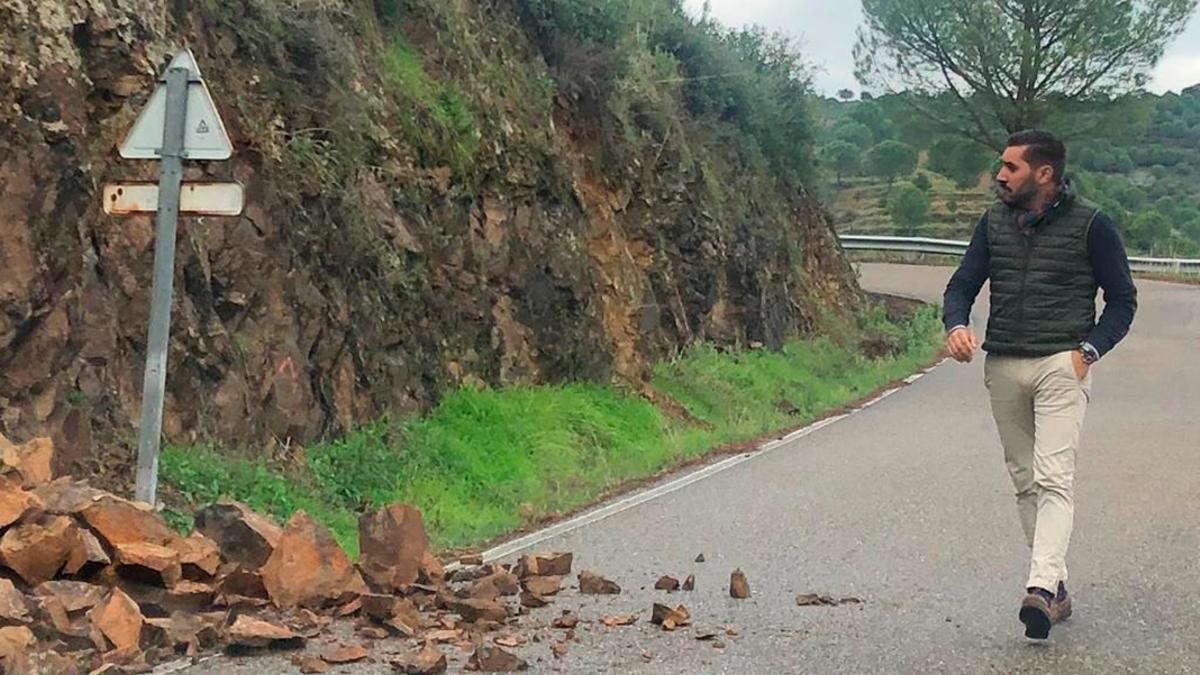 Desprendimiento de piedras en la carretera de Trassierra en diciembre.