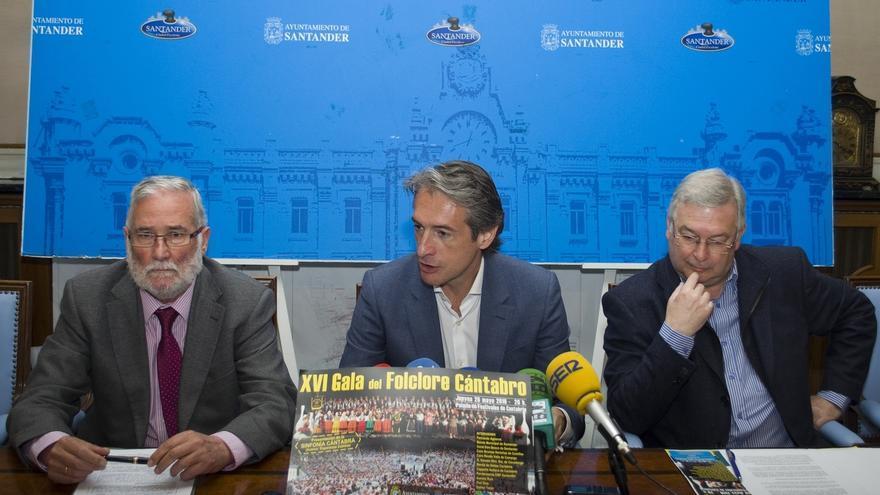 El estreno de dos cantigas de Alfonso X y la versión coral de 'Santander la marinera', en la Gala del Folclore