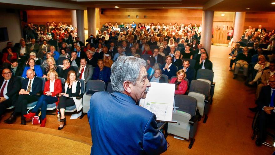 Revilla garantiza el apoyo del Gobierno de Cantabria a la discapacidad y pide que el Estado cumpla y financie el 50%