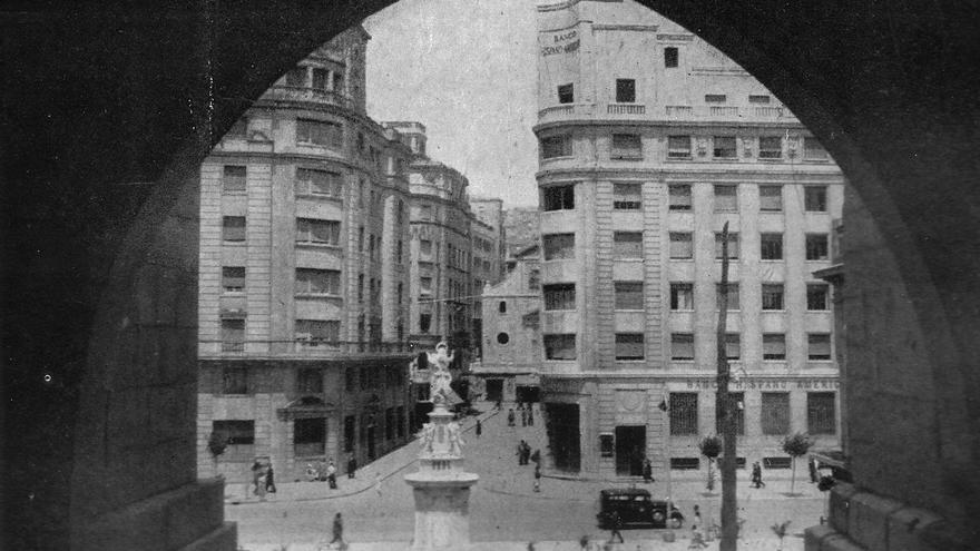 Plaza de las Atarazanas y calle del Puente tras la reconstrucción.