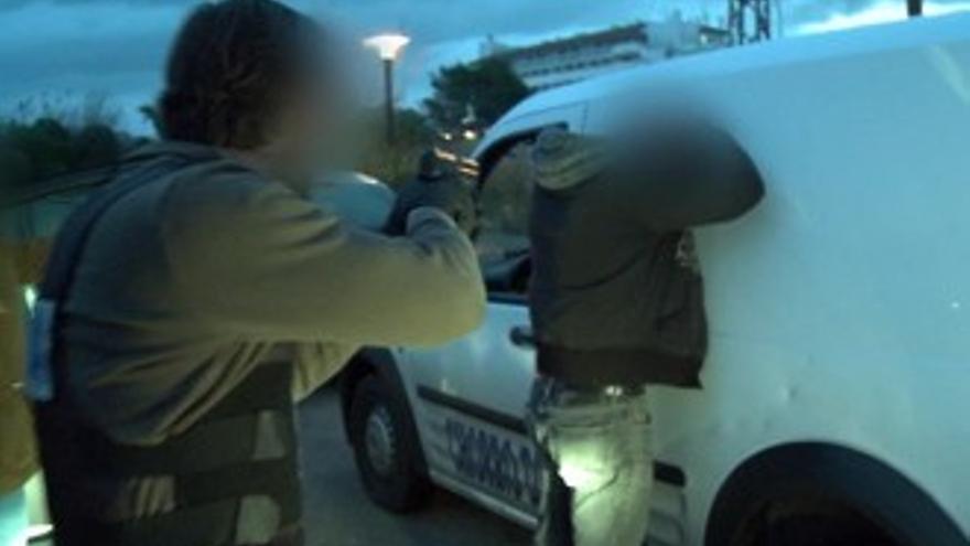 Espectacular detención a punta de pistola de los 'Policías en acción'
