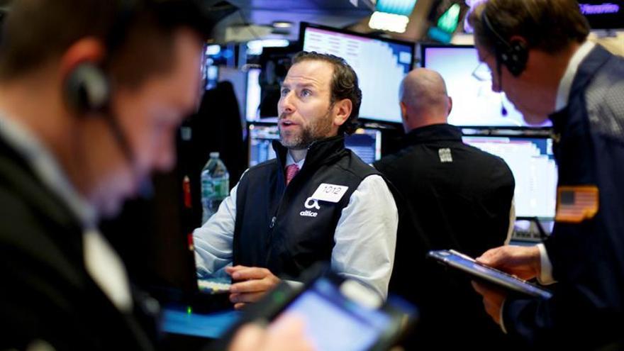 Wall Street sigue avanzando a media sesión, y el Dow Jones gana un 0,22 %
