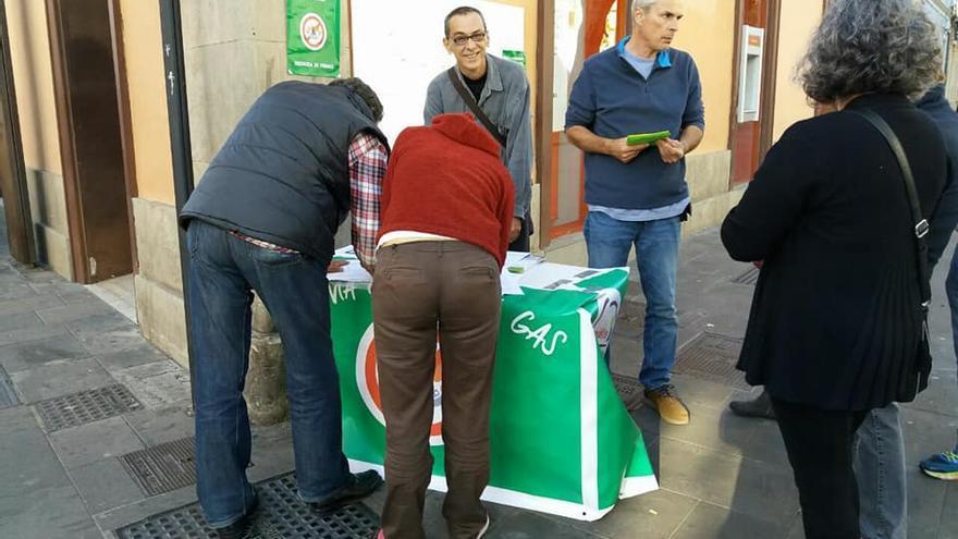 Recogida de firmas en oposición a la implantación de gas en La Laguna