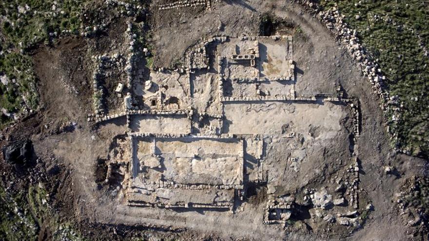 Hallan una granja de 2.700 años y un monasterio de 1.500 en el centro de Israel