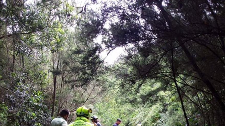 Un ciclista de 15 años, rescatado en helicóptero tras caer por un sendero de Los Silos.