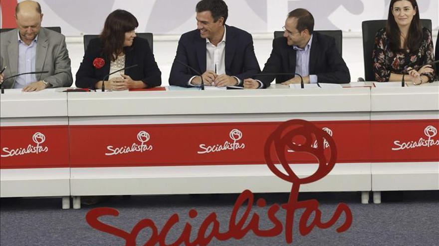 El PSOE pide a Rajoy que convoque a los partidos para reformar la Constitución