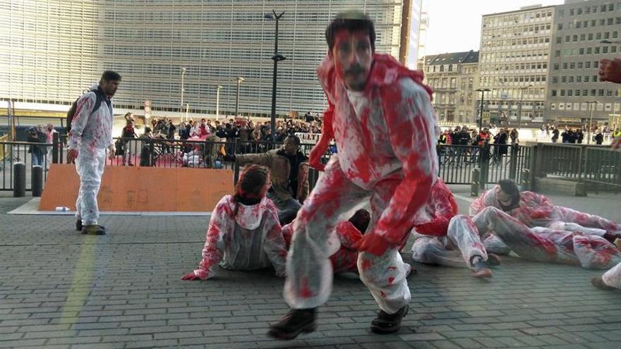 Manifestantes se cuelan en la sede del Consejo Europeo donde se firma el CETA