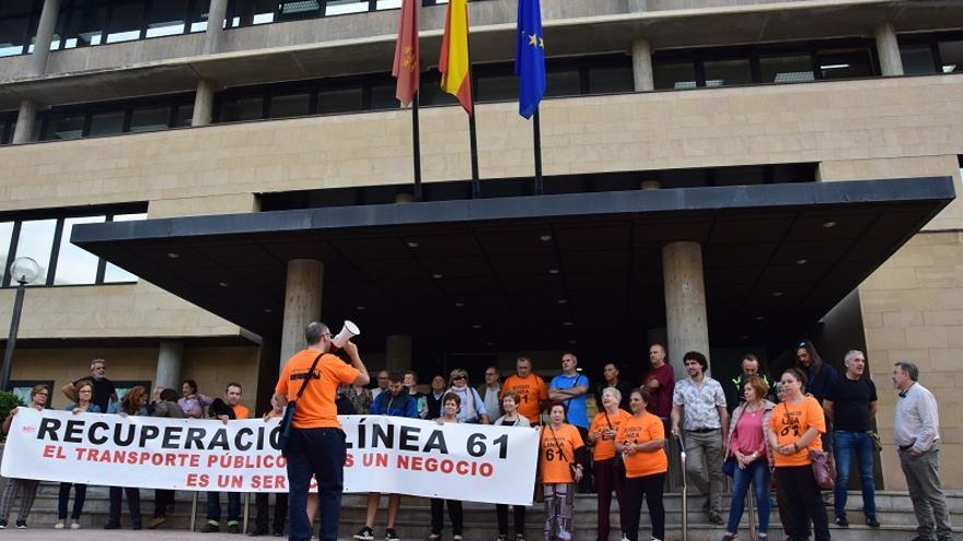 La Plataforma por la Recuperación de la Línea 61 apoya su reivindicación con más de 1.300 firmas