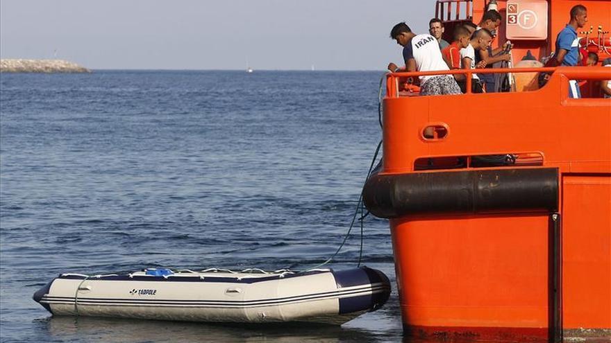 Rescatan a 20 subsaharianos a 53 millas al sur de Almería