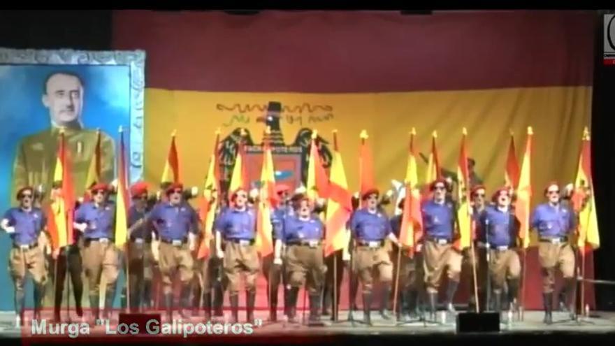 Un momento de la actuación de la murga de Los Galipoteros en el Carnaval de Santoña.