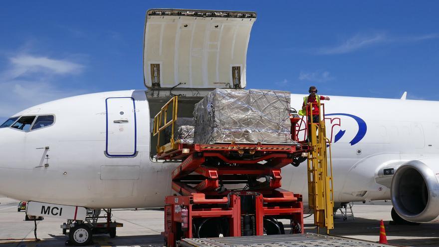 Canarias recibe un nuevo cargamento de material sanitario desde China este domingo 5 de abril.