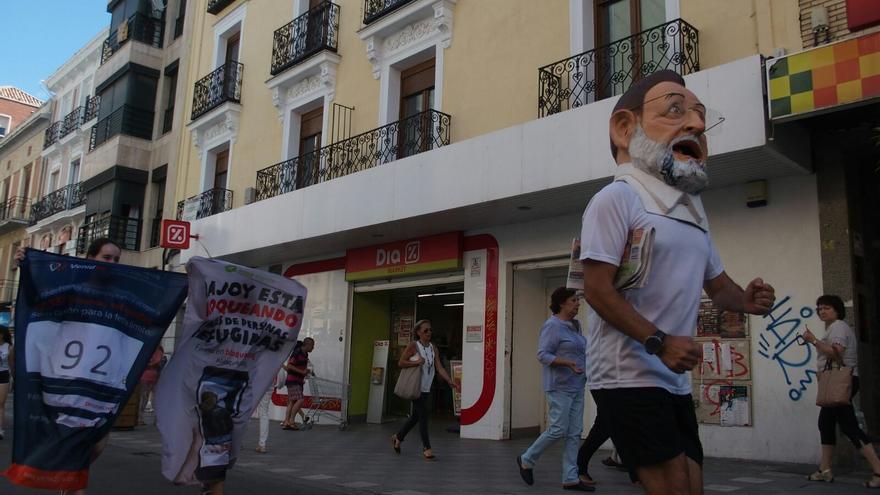 El 'cabezudo' de Rajoy por las calles de Cuenca