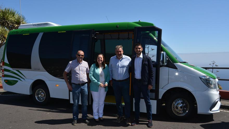 En la imagen, uno de los microbuses.