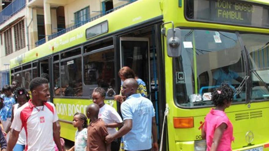 El antiguo bus del Grupo Ruiz (TUBASA) busca atender a una de las infancias más vulnerables del planeta